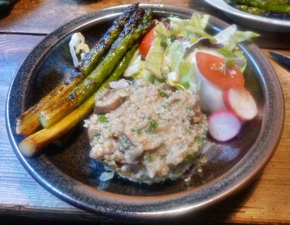 Quinoarisotto mit Pilzen--grüner Spargel-Salat-29.5.2014 (9)