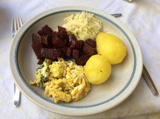 Rote Beete Gemüse,Rührei,Rettichsalat - 26.8.15 (6)