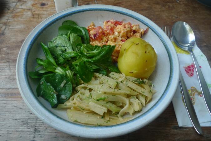 Kohlrabigemüse-Rührei-Salat-Kartoffeln-30.9.14   (16)