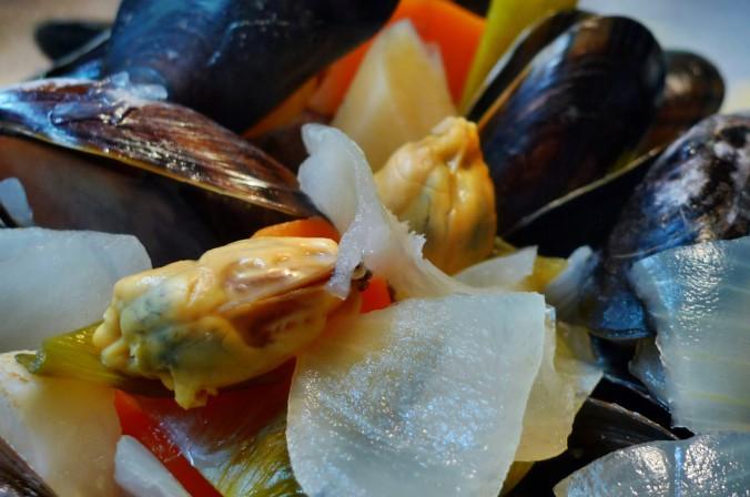 Muscheln,Salate,Weißbrot-12.12.14 (23a)