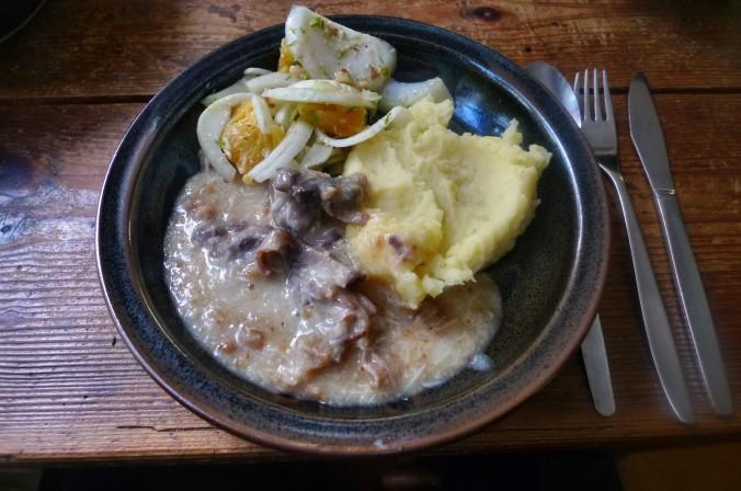 Meerrettichsauce,Beinscheibe,Kartoffelbrei,Fenchelsalat - 3.2.15   (1)