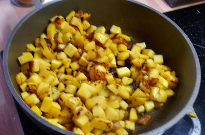 Roh gebratene Kartoffeln,Kräutersaitlinge,Champignon,Römersalat - 26.2.15   (6)