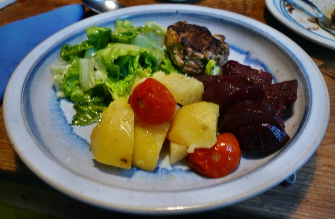Rote Beete,Kartoffeln,Frikadellen,Salat -9.2.15   (18)