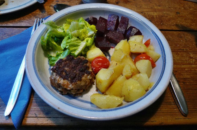 Rote Beete,Kartoffeln,Frikadellen,Salat -9.2.15   (20)