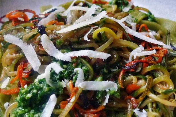 Grüne Nudeln,Zucchininudeln,Karottennudeln,Bärlauchpesto -22.3.15   (12)