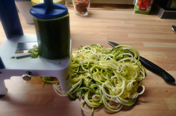 Grüne Nudeln,Zucchininudeln,Karottennudeln,Bärlauchpesto -22.3.15   (2)