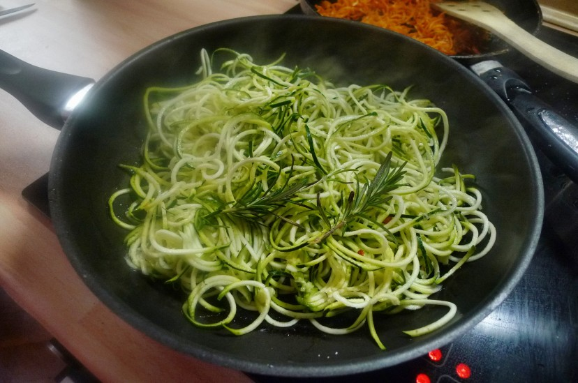 Grüne Nudeln,Zucchininudeln,Karottennudeln,Bärlauchpesto -22.3.15   (5)