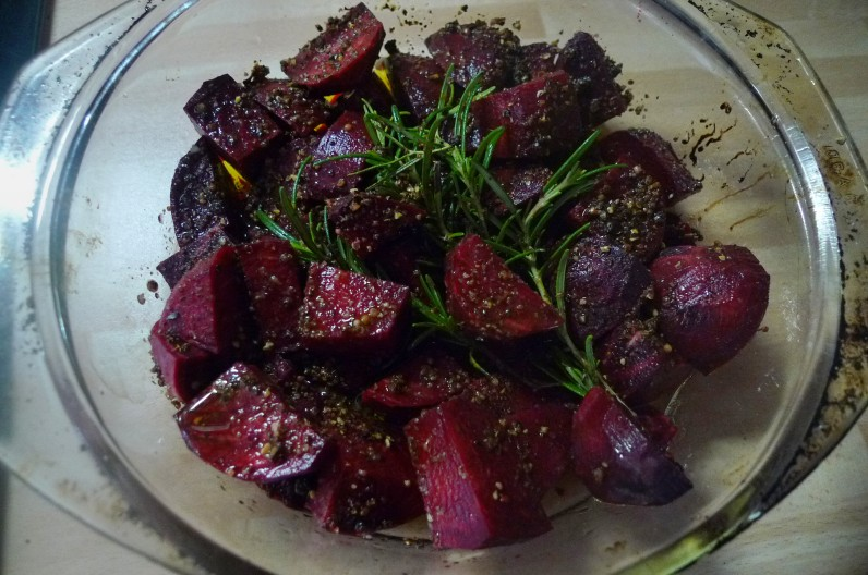 Rote betegemüse,gebratener Reis,Joghurtdip,Kohlrabisalat - 27.3.15   (5)