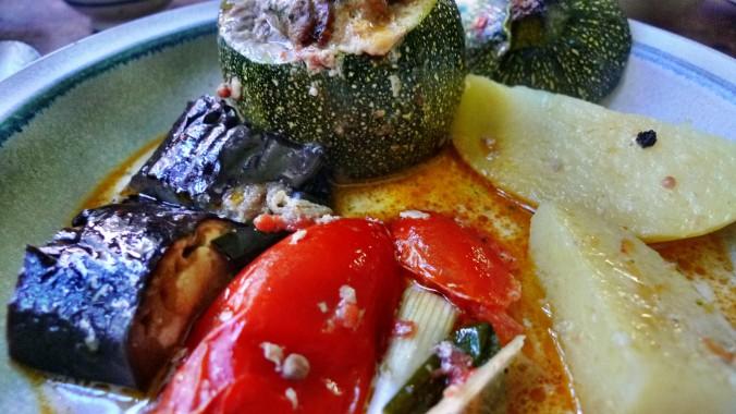 gefüllte Zucchini,Kartoffel,Rhabarberkompott - 30.4.15   (20)