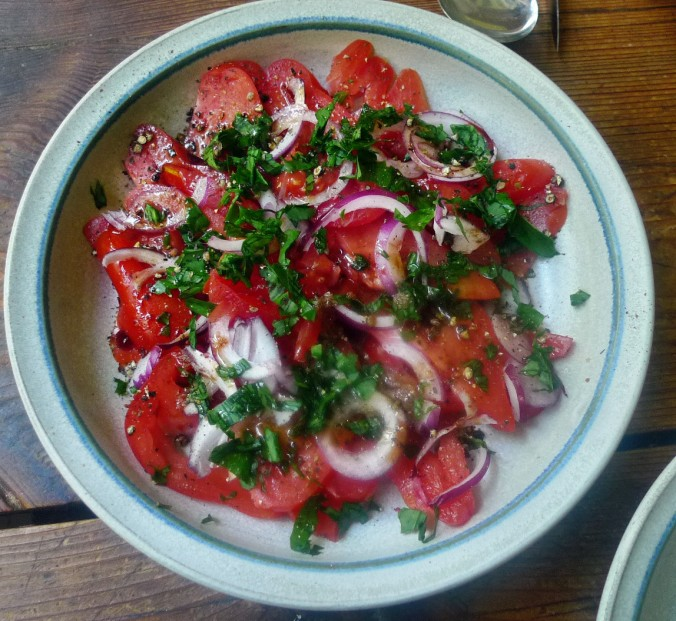 Kartoffelstampf-Löwenzahn,Brokkoli,Kaiserschoten,Tomatensalat -29.4.15   (14)