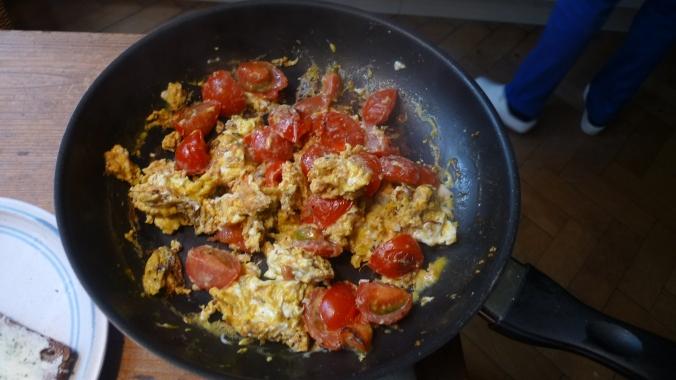 Rührei mit Tomaten - 22.4.15   (5)