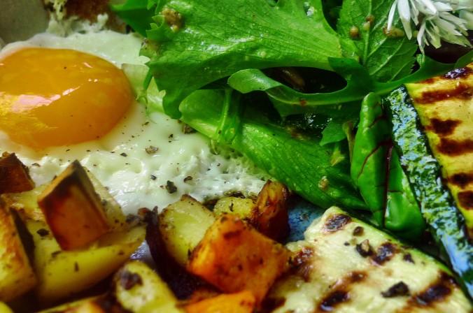 Bratkartoffel,Salat,Spiegelei,Dip,Zucchini - 13.5.15   (17)