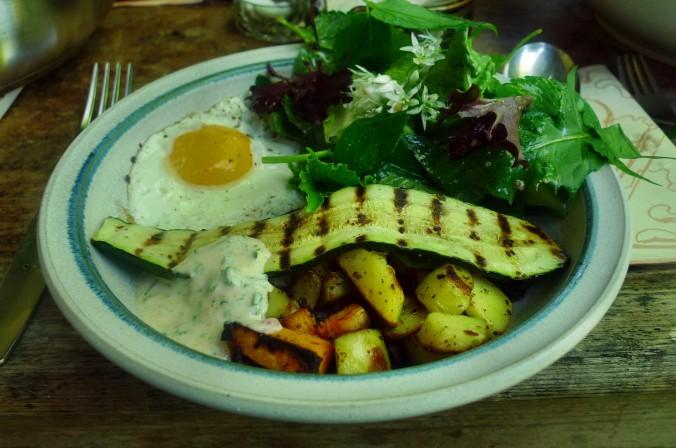 Bratkartoffel,Salat,Spiegelei,Dip,Zucchini - 13.5.15   (18)