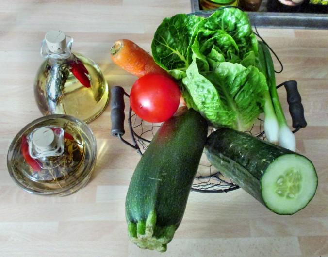 Zucchinispagetthi,Salate-30.6.15   (1)