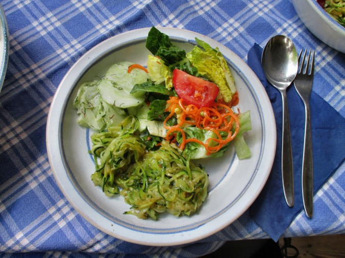 Zucchinispagetthi,Salate-30.6.15   (10)