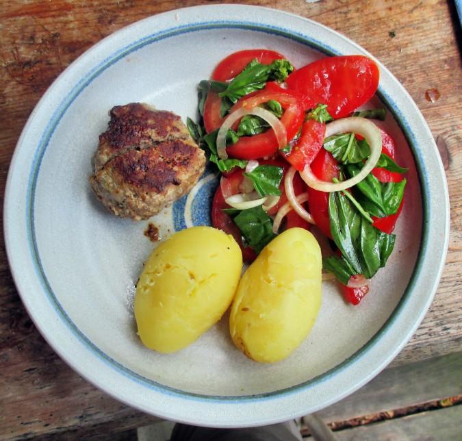 Frikadellen,Kartoffeln,Tomatensalat - 24.7.15   (11)