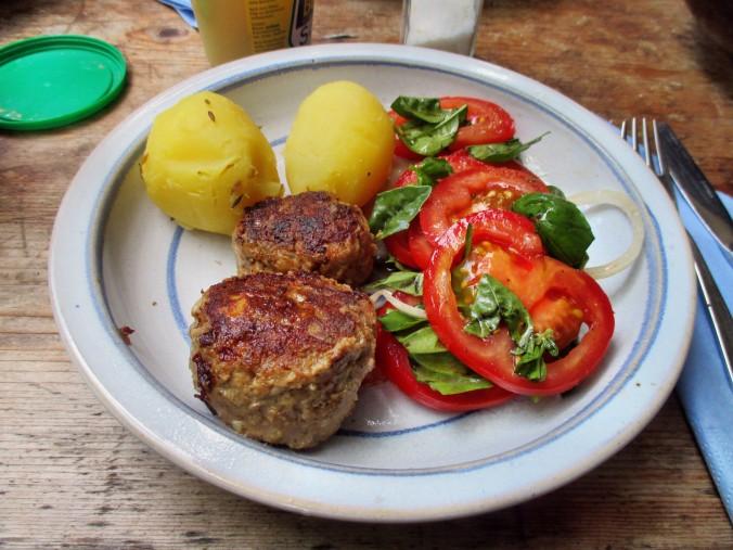 Frikadellen,Kartoffeln,Tomatensalat - 24.7.15   (13)