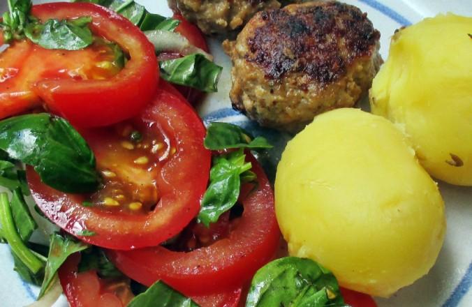 Frikadellen,Kartoffeln,Tomatensalat - 24.7.15   (14)