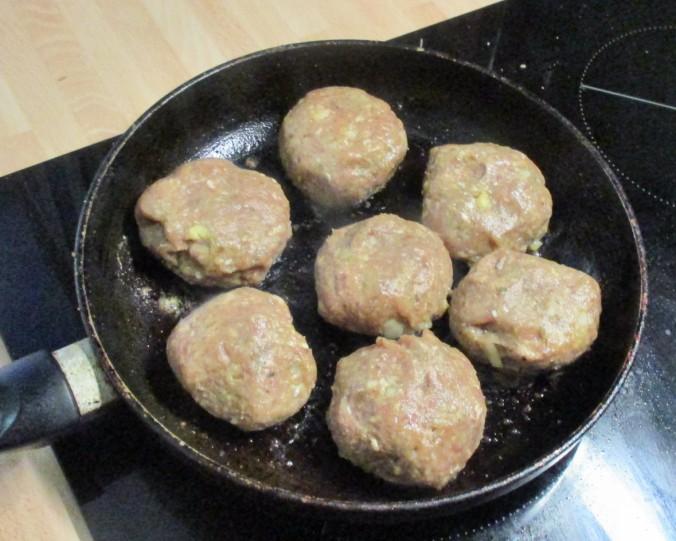 Frikadellen,Kartoffeln,Tomatensalat - 24.7.15   (9)