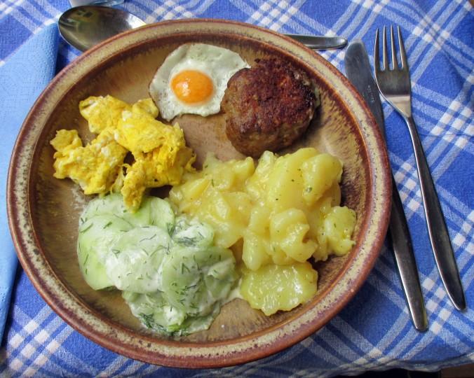 Kartoffelsalat,Ei,Gurkensalat - 25.7.15   (1)