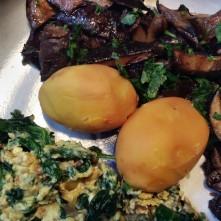 Maronen,Sinat mit Rührei,Kartoffeln - 25.10.15 (11)
