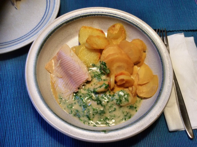 Wurzelgemüse,Bratkartoffeln,Petersiliensoße,,Forelle - 12.10.15 (1)