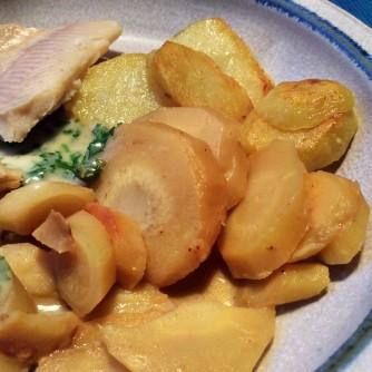 Wurzelgemüse,Bratkartoffeln,Petersiliensoße,,Forelle - 12.10.15 (1b)