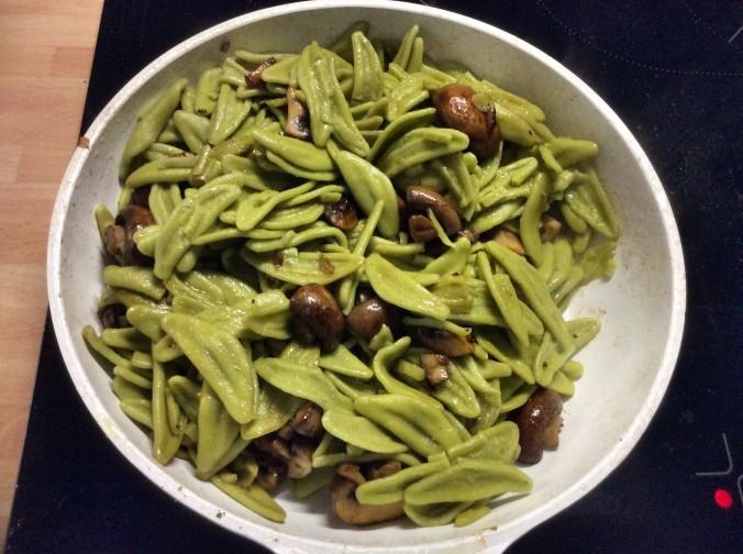 grüne Nudeln mit Champignon,Feldsalat -7.11.15   (5)