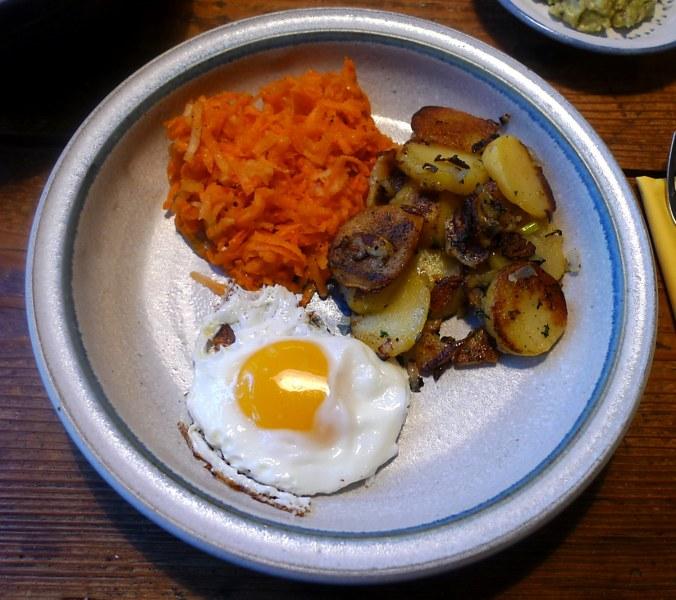 29.1.16 - Bratkartoffeln,Spiegelei,Möhrensalat,vegetarisch (1)