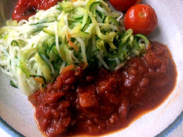 15.2.16 - Zucchinispaghetti,Reisnudeln,Tomatensoße,Bratgemüse (24)