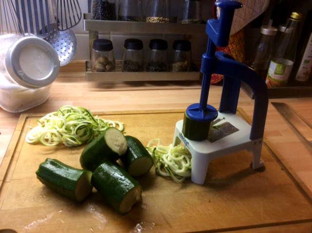 15.2.16 - Zucchinispaghetti,Reisnudeln,Tomatensoße,Bratgemüse (6)