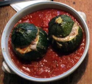 10.3.16 - gefüllte Zucchini,Tomatensoße,Reis,Salat (1)