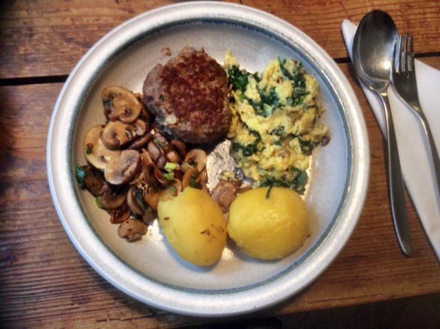 11.3.16 - Rührei mit Babyspinat,Champignons,kartoffeln,Frikadellen,   (1)