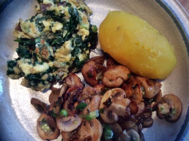 11.3.16 - Rührei mit Babyspinat,Champignons,kartoffeln,Frikadellen,   (1a)