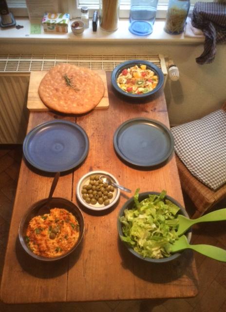13.3.16 - Focaccia,Hummus,Salat,Obstsalat,vegan (2)