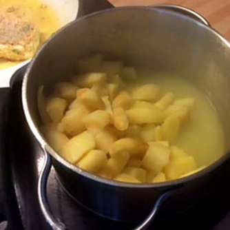 21.3.16 - Pastinaken-Kartoffelstampf,Spitzpaprika,Feta (12)
