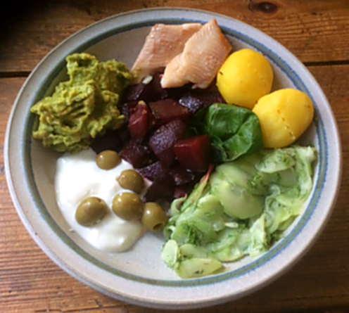 29.3.16 - Rote Bete,Gurkensalat,Kartoffeln,Dip,Desseret (2)