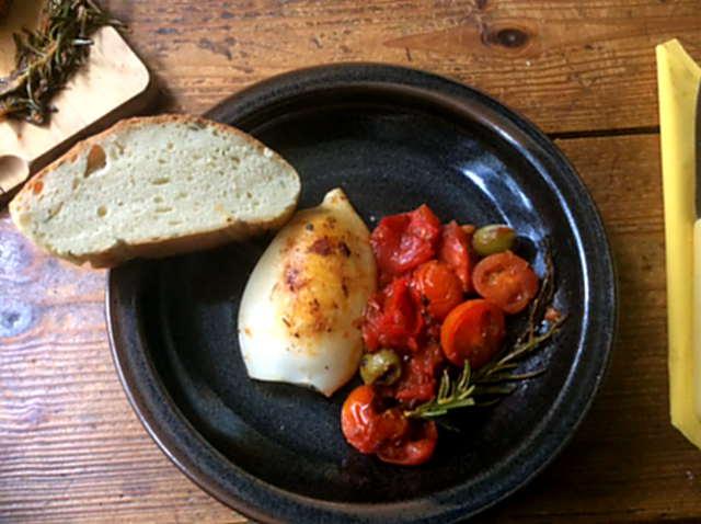 13.4.16 - Tintenfisdch Tuben,Tomaten,Baguette   (1)