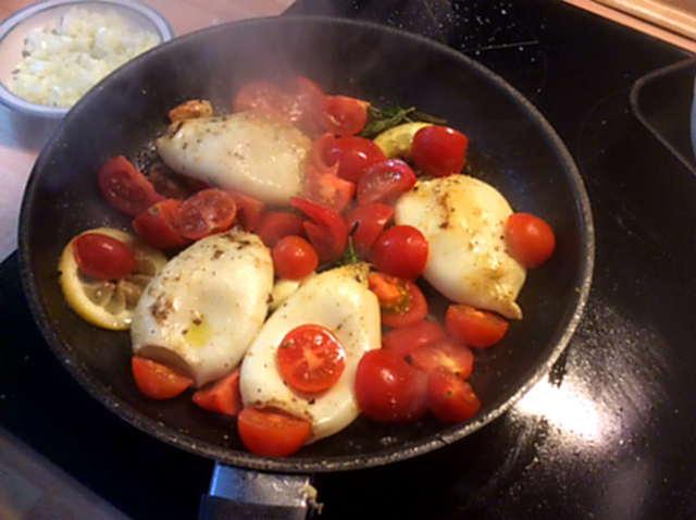 13.4.16 - Tintenfisdch Tuben,Tomaten,Baguette   (12)