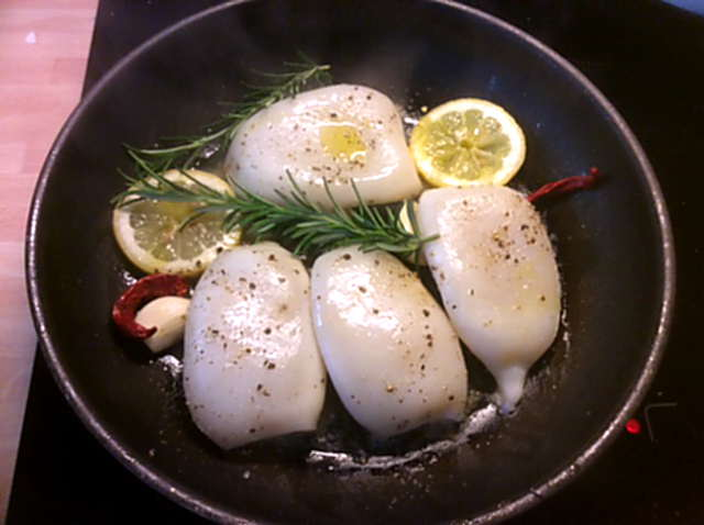 13.4.16 - Tintenfisdch Tuben,Tomaten,Baguette   (8)