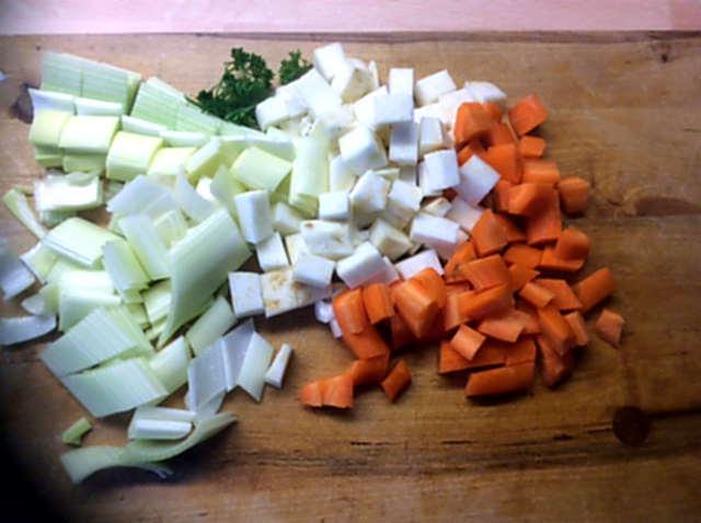 18.4.16  -  Gemüsesuppe ,selbstgemachte Nudeln (2)