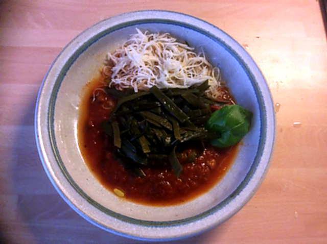 2.4.16 - Meeresspaghetti,Reisnudeln,Tomatensauce.Salat   (1)