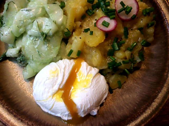 23.4.16 - Kartoffelsalat,pochiertes Ei,Gurkensalat (13)
