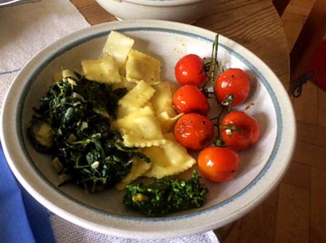 24.4.16 - Gierschgemüse,Ravioli,Bärlauchpesto,Rhabarberkompott,vegetarisch (1)