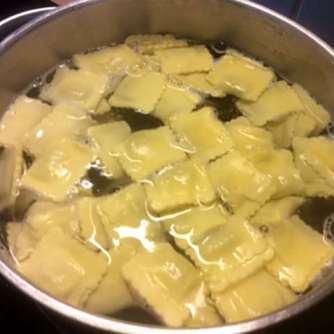24.4.16 - Gierschgemüse,Ravioli,Bärlauchpesto,Rhabarberkompott,vegetarisch (10)