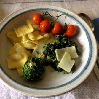24.4.16 - Gierschgemüse,Ravioli,Bärlauchpesto,Rhabarberkompott,vegetarisch (14)