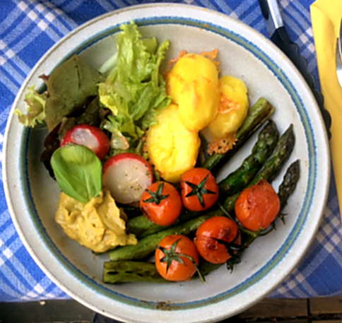 5.4.16 - Grüner Spargel,Salat,Ofenkartoffeln   (1)