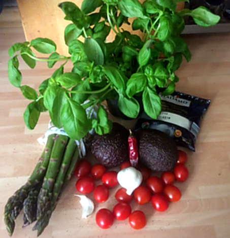11.6.16 - Grüner Spargel,Ofenkartoffeln,Tomaten,Avocado,vegetarisch (1d)
