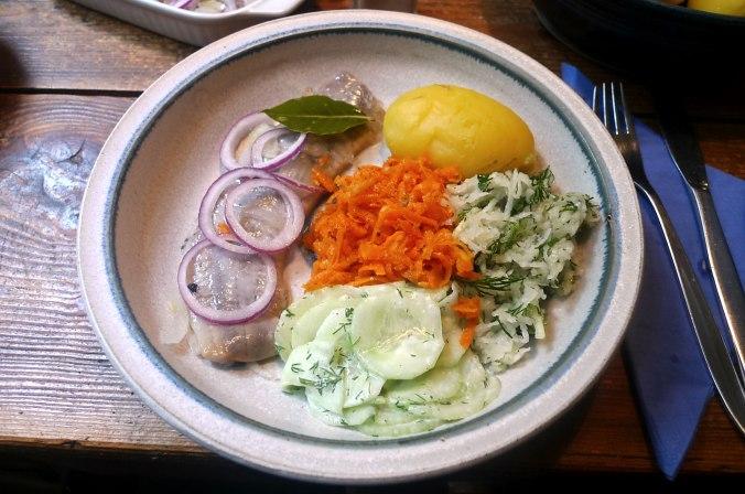 26.5.16 - Hering,Salate,Dessert,prscetarisch (2)
