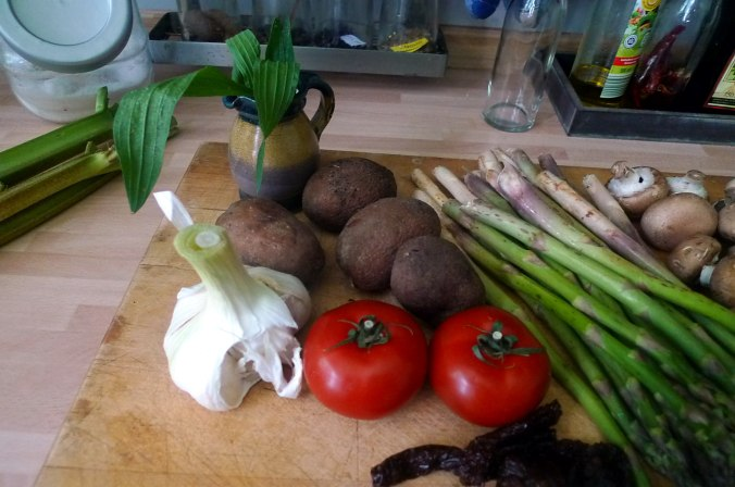 30.5.16 - Grüner Spargel,Champignon,Bratkartoffeln,Gurgensalat (5)